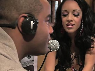 Nasty Ebony Pornstar Breanna Getz Getting Hard Nailed By Drtuber