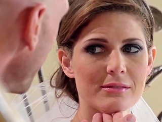 Stunning Bride Facialized By Her Photographer Free Porn 2f