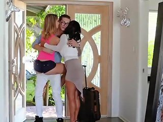 Milf Gets Caught By Associate' Playmate's Daughter Missing You Like Crazy