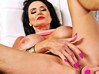 Busty Mature Vixen Fingered Her Wet Cunt Txxx Com