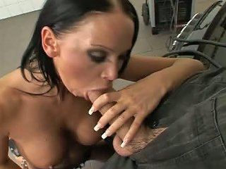 Christina Bella Comes To A Garage To Get Her Pussy Fucked Hard