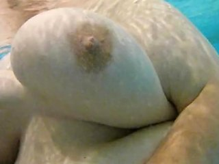Missus Boobs Underwater Shake