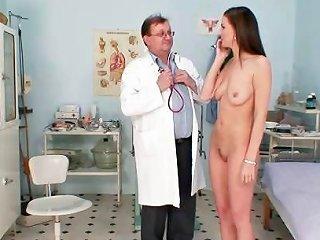 Smoking Hot Brunette Babe Bizarre Gyno Exam Drtuber