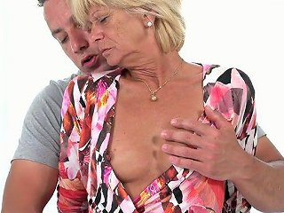 Short Haired Wild Mature Whore Diane Sheperd Is Happy To Ride Stiff Dick