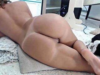 Wonder Milf Masturbating Her Creamy Pussy Until Squirt