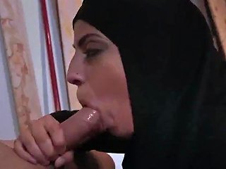Girl Teen XXX These Middle Eastern Damsels Are Beautiful