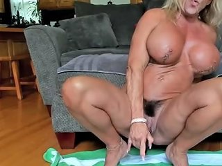 Muscle Mama Big Clit Squirting