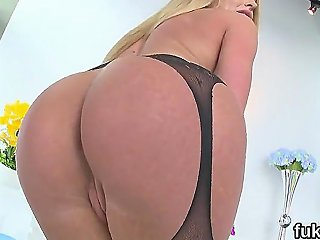Ravishing Idol Presents Big Butt And Gets Anal Drilled